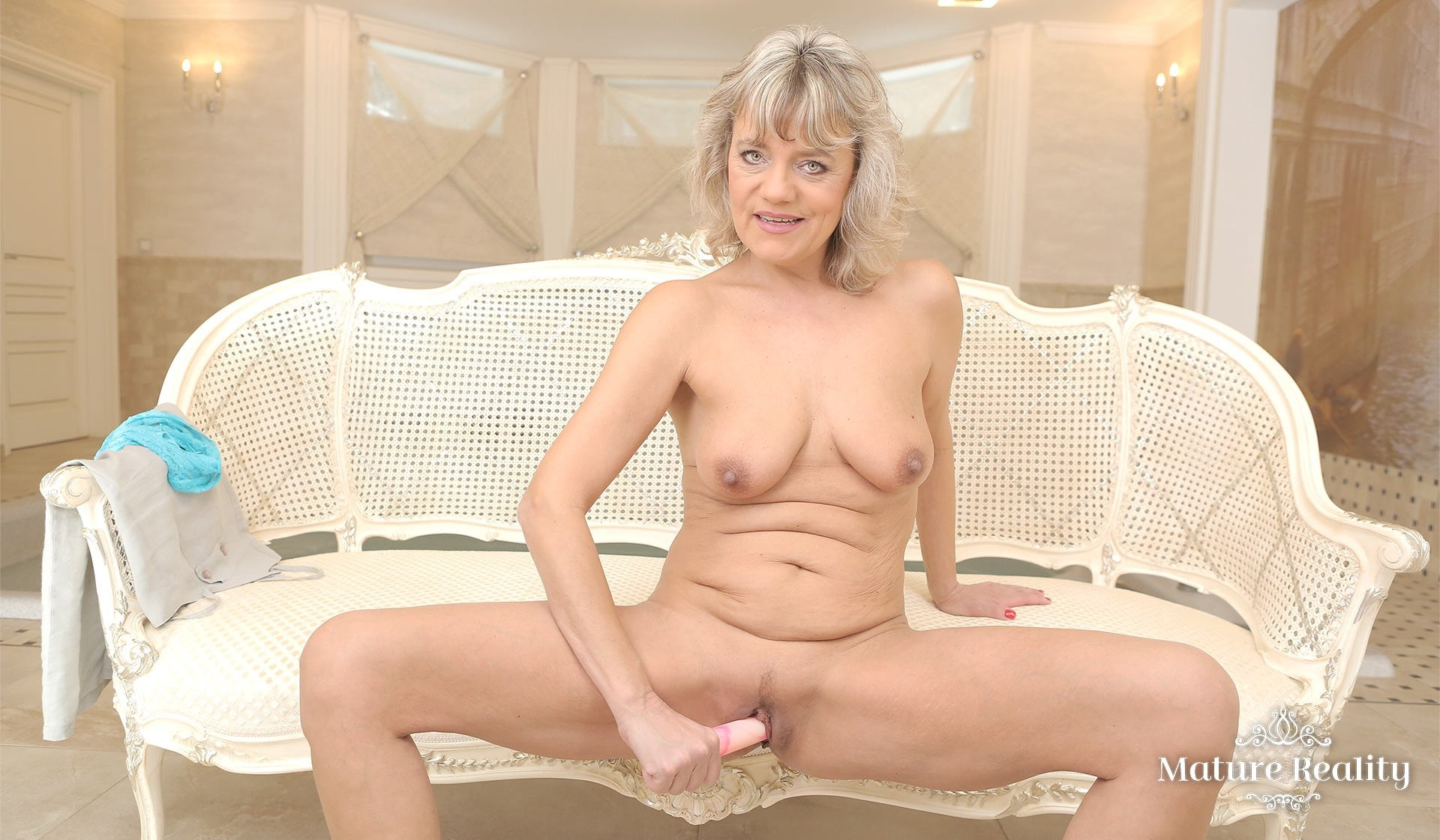 My milf masturbates with her fav dildo