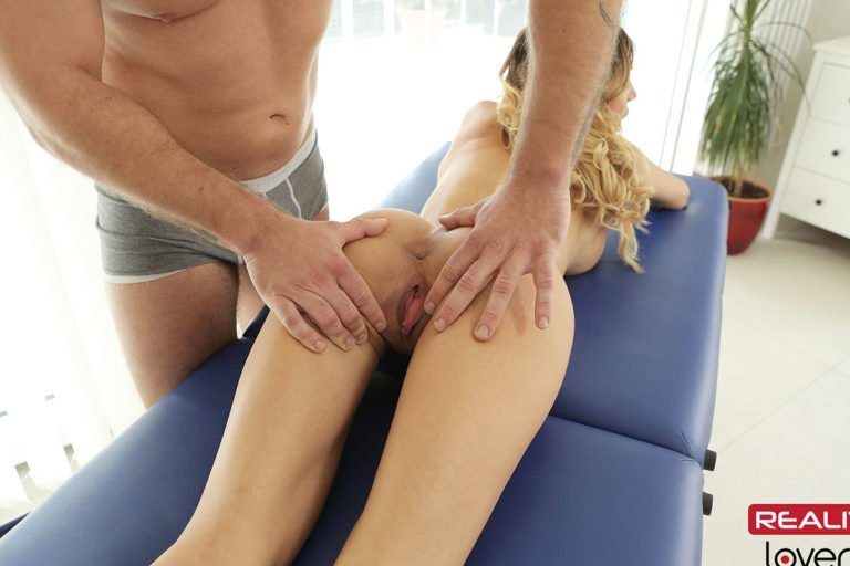 vr-porn-pussy-spread-on-massage-table