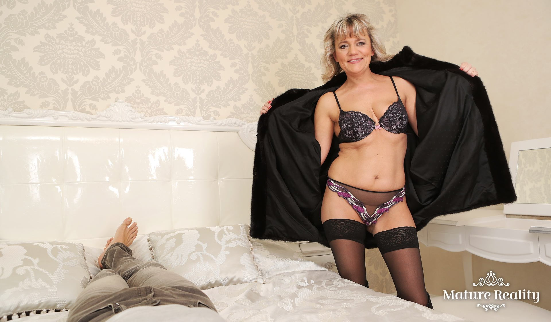 Horny Blonde Granny Wants Your To Fuck Her Mature Pussy -2486